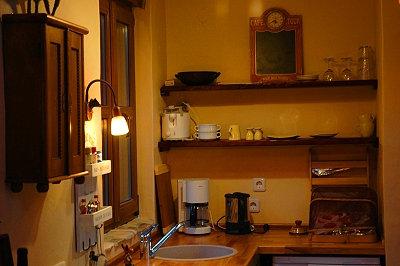 Wasserkocher, Kaffeemaschine, Kühlschrank, Geschirr …